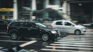 auto's naderen zebrapad